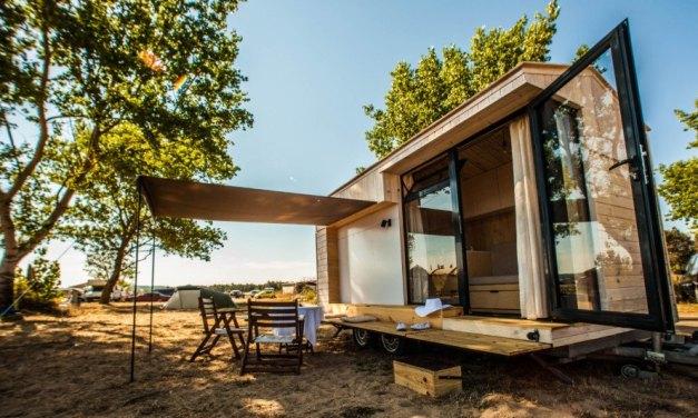 Diseñadora crea una mini-casa móvil para viajes de vacaciones