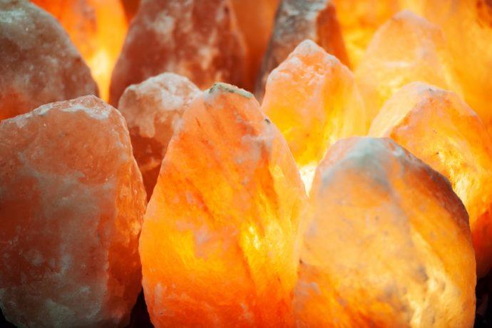 8 increíbles beneficios de las lámparas de sal del Himalaya