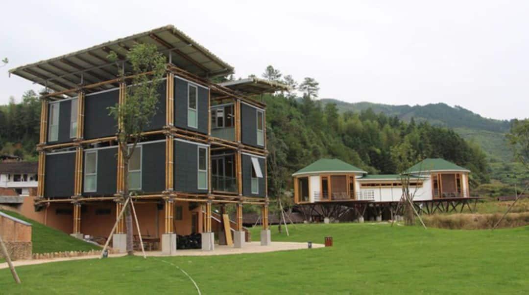 Casa de bambú utiliza aguas subterráneas para refrigerarse naturalmente