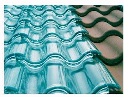 Tejas solares de vidrio para generar energía solar térmica limpia y sostenible