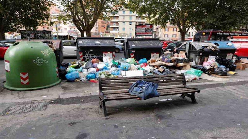 calles de roma atestadas de basura