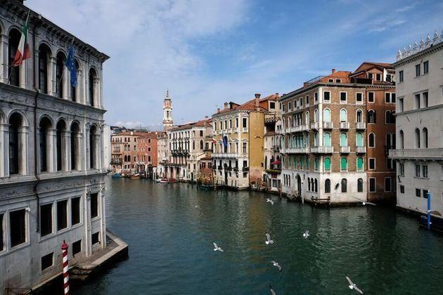 Agua cada vez más cristalina en los canales de Venecia por la ausencia de turistas