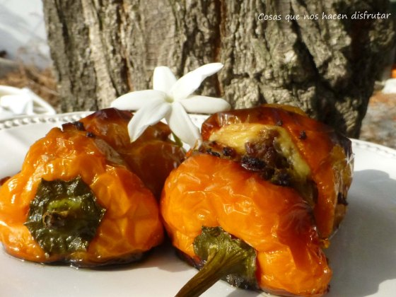 Pimientos Morrones naranjas rellenos de carne