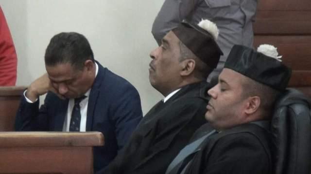 Abogados del Alcalde de San Francisco de Macoris se duermen en plena audiencia.