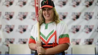 DIAMILETTE QUILES. Una mujer jugará la primera base en béisbol masculino de Puerto Rico.-