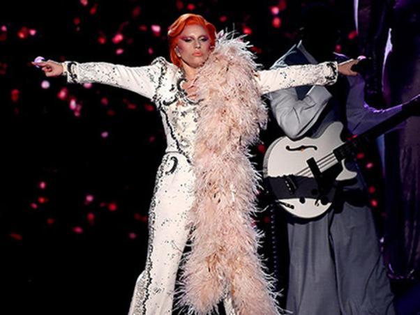 Lady Gaga tributo a David Bowie grammy 2016