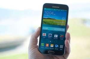 Samsung Galaxy S5 na palma da mão