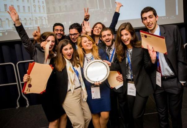Πρωταθλήτρια Κόσμου η Νομική Αθηνών - Ξεπέρασε το Χάρβαρντ!