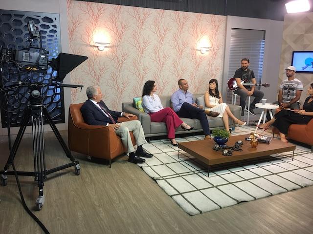 Psicólogo Elídio Almeida fala sobre automedicação no programa Band Mulher. psicólogo em salvador