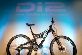 Shimano-XT-di2-electronic-shifting-drivetrain-mountain-bike-mtb-battery-wired-49-600x400