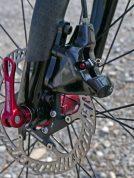 fsa_k-force-we-disc_semi-wireless-electronic-road-disc-brake-drivetrain-component-group_brake-caliper-detail-450x600