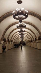 Véritable palais souterrain dans le métro à Kiev