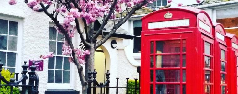Eli in England - Cabine téléphonique en Angleterre - Crédits : English Language Immersion