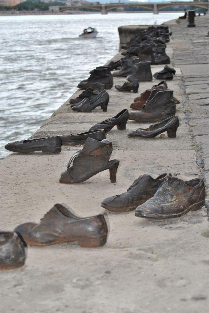 scarpe sulla riva del Danubio_Memoriale Olocausto