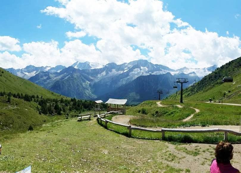 Valle Camonica, immagine di strade sterrate in montagna