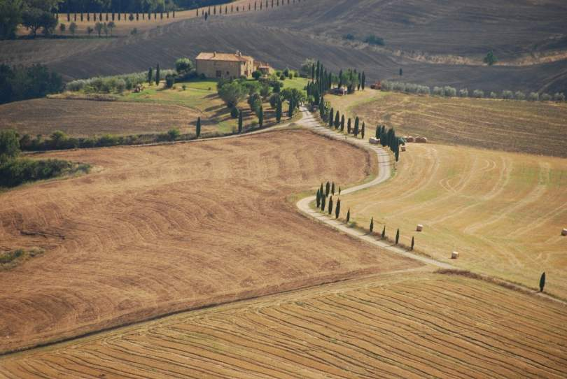 Tuscany countryside_travel to Italy in 2020