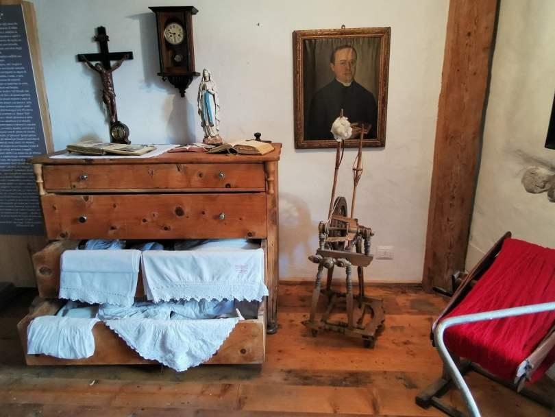 Museo Casa Begna_stua con comò
