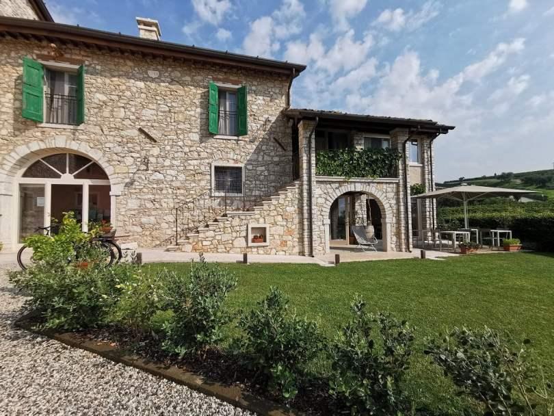 Facciata principale di Corte Formigar, casa rurale ora alloggio turistico_dove dormire in Valpolicella