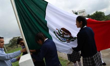 Entregan Mega bandera a telesecundaria