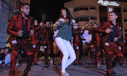 Bailan y se divierten durante primer guerra de bandas en SFR
