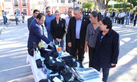 Equipan a oficiales de policía en Purísima del Rincón