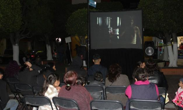 Proyectan cine de terror en el Jardín de San Francisco del Rincón