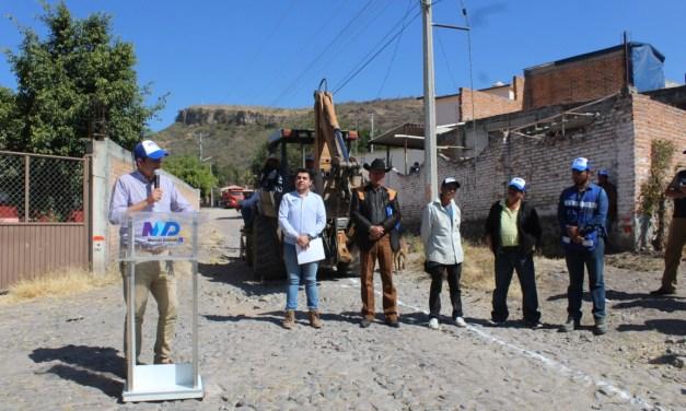 Comienzan obras de pavimentación en comunidad de Manuel Doblado