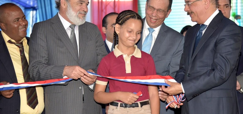 Resultado de imagen para Presidente Danilo Medina entrega cuatro modernos centros educativos y un liceo en la provincia Duarte