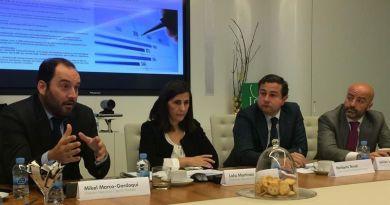El director nacional de Capital Markets de CBRE, Mikel Marco-Gardoqui, su directora de National Research, Lola Martínez, y los directores nacionales de Corporate Finance, Heriberto Teruel y Julián Labarra