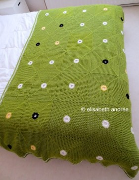 green and dots crochet blanket