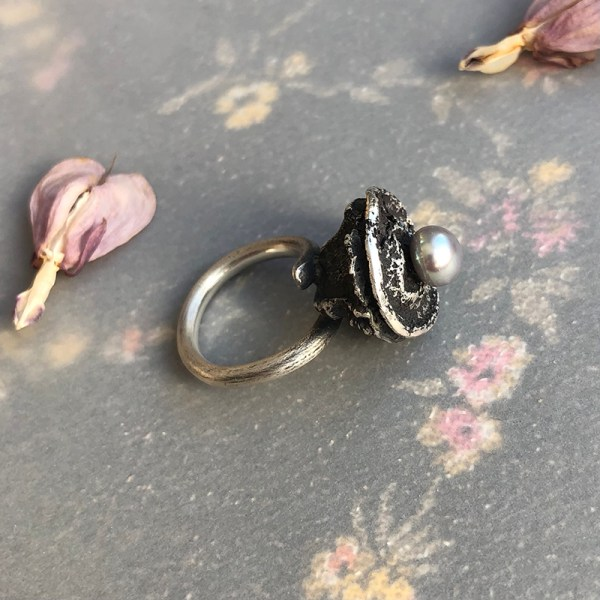 Ring_Seedpod_With_Grey Pearl