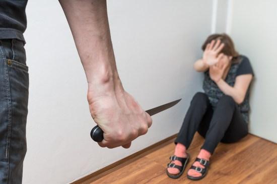 Knivdåd. Personerna på bilden har inget med händelsen i Örebro att göra. Copyright: Vchalup/Dreamstime.com