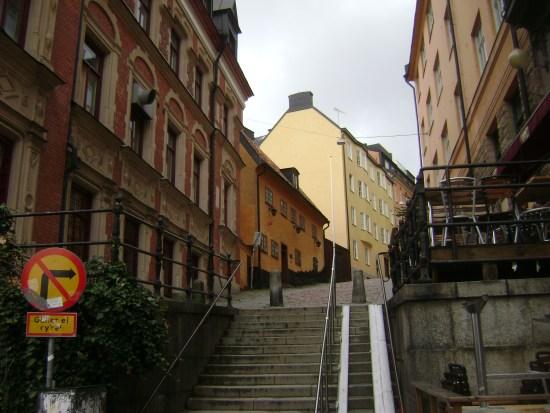 En man blev grovt misshandlad av en okänd gärningsman på Högbergsgatan på Södermalm i Stockholm vid midnatt. Bild: Wikimedia Commons