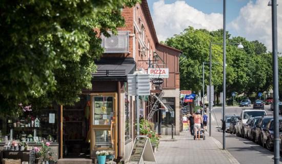 Det var här i stadsdelen Årsta i södra Stockholm som en 41-årig man blev grovt misshandlad i samband med ett rån. Foto: JM