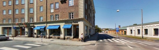 Det var här på Kapellgatan i västra Jönköping som en man blir rånad på kvällen den 22 september. Bild: hitta.se
