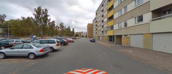 En kvinna utsätts för grov misshandel här på Bellmansgatan i Eskilstuna. Bild: kartor.eniro.se