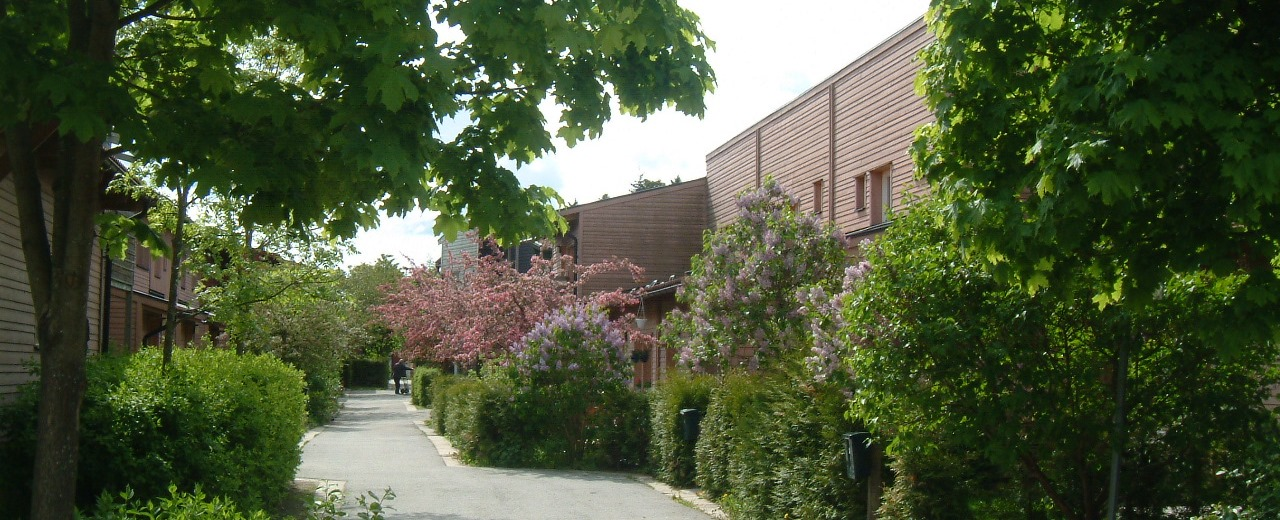 Fyra personer hittade medvetslosa i bostad