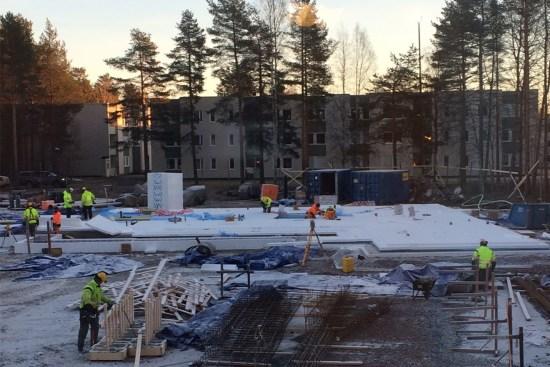 En 70-årig man misshandlade en kvinna i en trappuppgång här i bostadsområdet Mariehem i Umeå. Bild: umea.se