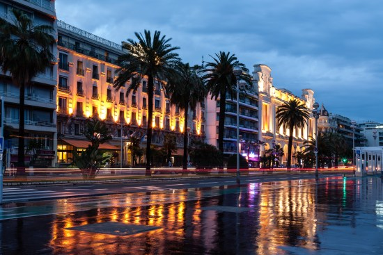 Promenade des Anglais i Nice kvällsljus Copyright: Marekusz/Dreamstime.com