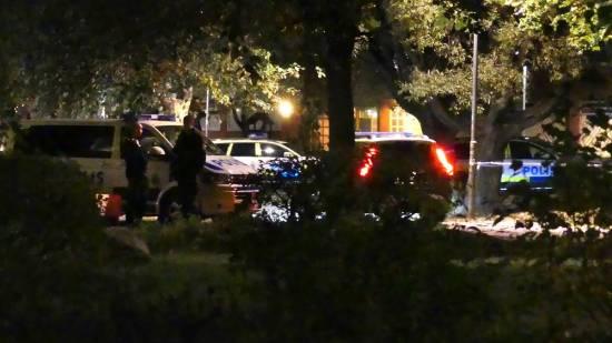 En 30-årig man utsattes för mordförsök på kvällen. Han sköts med flera skott i huvudet och blev allvarligt skadad. Foto: tugg.nu
