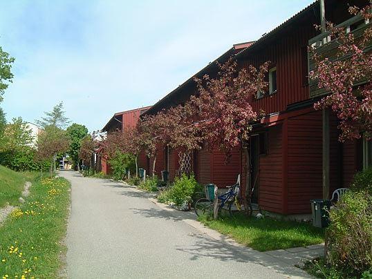 Mannen bodde i en radhuslägenet i en liknande länga. Foto: PricePi.com