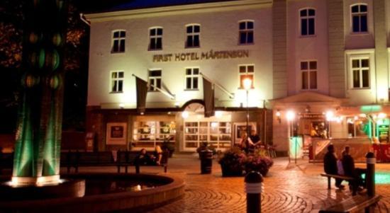 En man kommer in på First Hotel Mårtenson i Halmstad och uppger att han har blivit misshandlad. Foto: booking.com