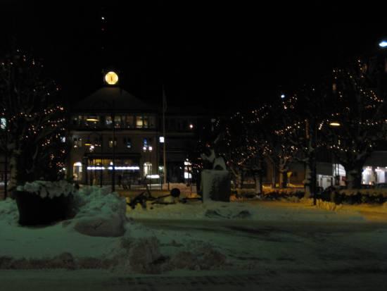 En 17-årig man misshandlar två personer på ett tåg som stannat vid järnvägsstationen i Nässjö. Bild: mapio.net