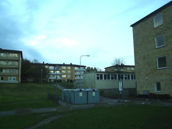 Ett flerfamiljshus här i Länsmansgården på Hisingen i Göteborg eldhärjas Foto: Commons.Wikimedia.org