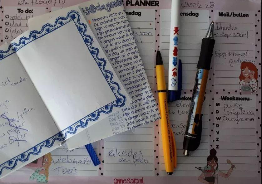 schrijf gerei - pen en papier