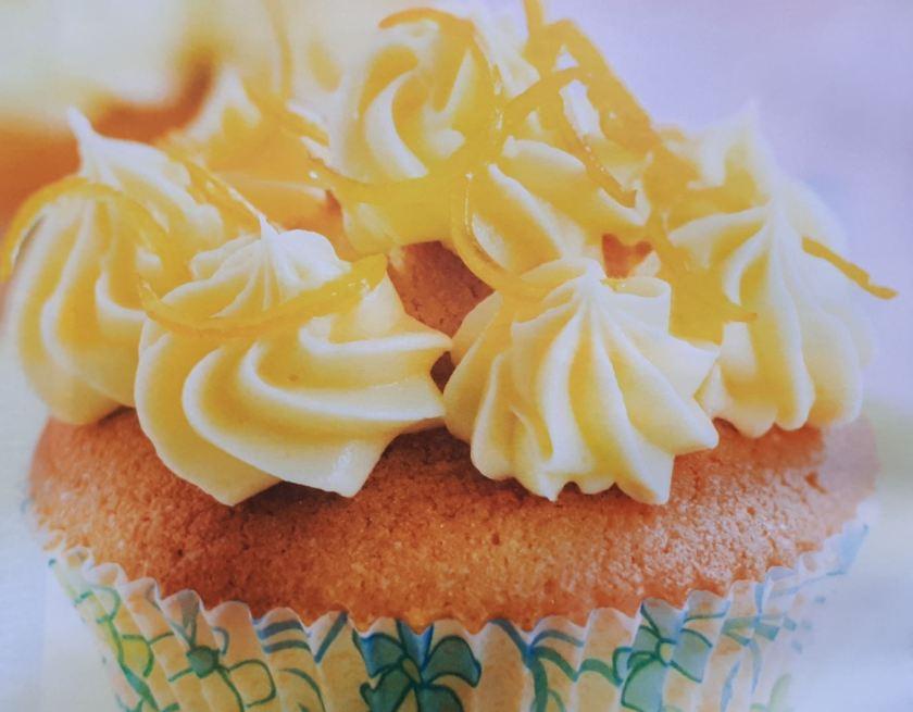 amandelcupcake met citroen topping
