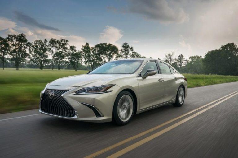 Обзор Lexus ES 300h 2020 года