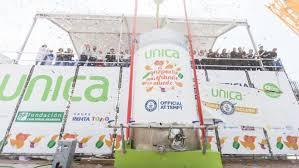 La capital elabora el gazpacho más grande del mundo, récord Guinness con 9.800 litros.