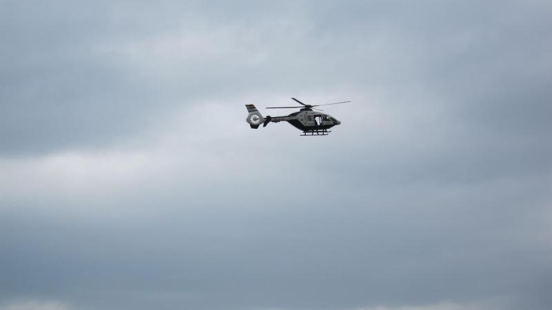 Evacuan en helicóptero a una mujer que se precipitó con su coche por un barranco