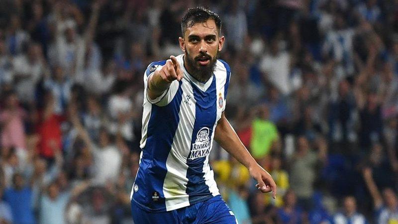 Borja Iglesias comienza a presionar para salir